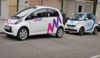Madrid arrasa en matriculaciones de turismos eléctricos y Barcelona en ciclomotores
