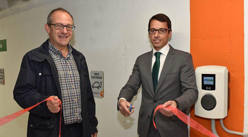 El Ayuntamiento inauguró los nuevos puntos de carga para vehículos eléctricos en el parking de Colón