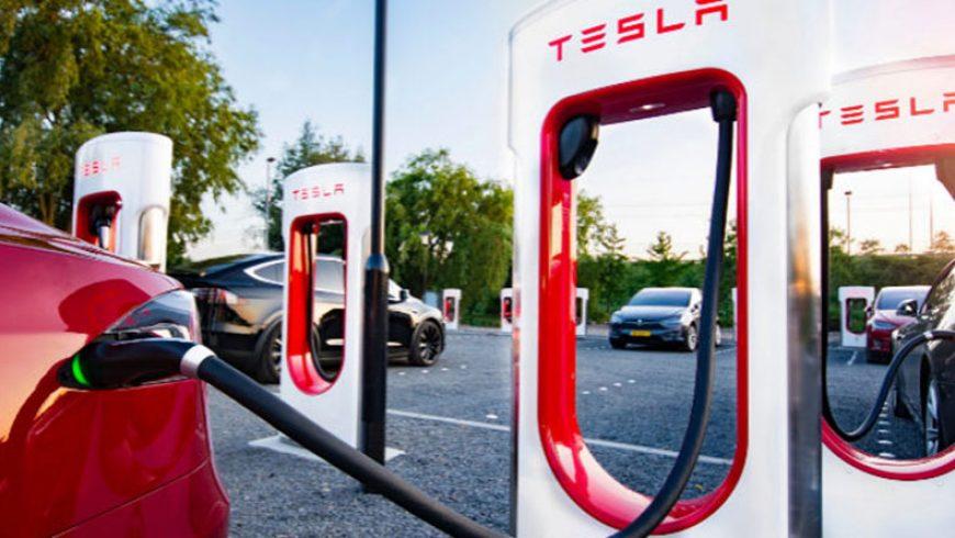 Tesla abre su 25º 'supercharger' en España y ya cuenta con 400 estaciones en Europa