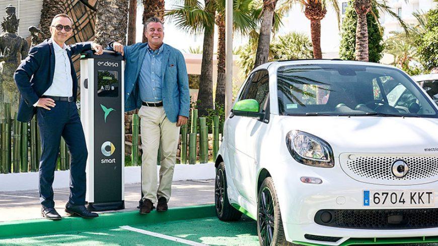 Smart y Endesa inauguran la primera red de carga pública para poder recorrer Ibiza en coche eléctrico