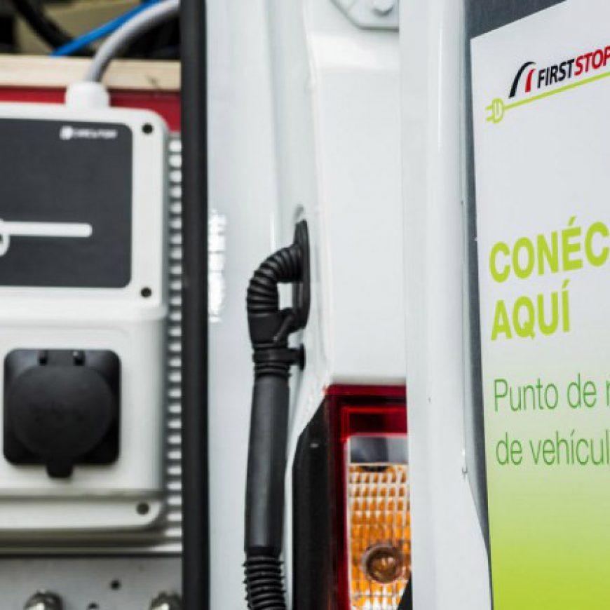 First Stop pone en marcha el primer servicio móvil con estación de carga para vehículos eléctricos/híbridos