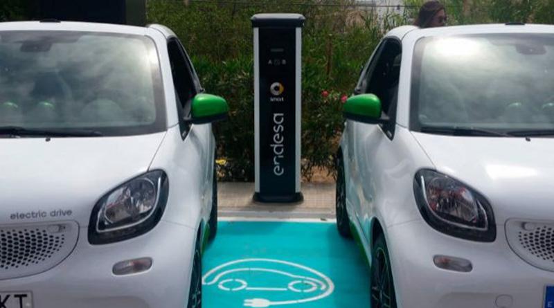Endesa desafía a Repsol y Cepsa con 4.000 'electrolineras'