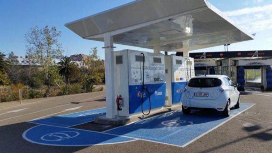 Las empresas se enchufan al negocio de las electrolineras