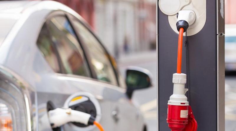 España matriculó 1.300 turismos eléctricos en marzo y un tercio correspondió al Tesla Model 3