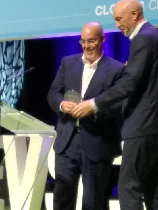 Arturo Perez de Lucia de AEDIVE recibiendo el galardón por Madrid