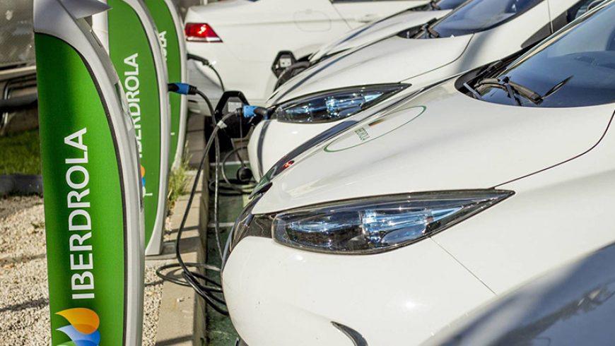 Iberdrola se une a Ballenoil para recargar el vehículo eléctrico en su red de gasolineras