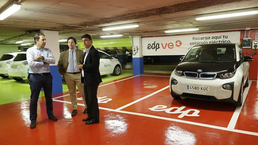 EDP pone en marcha tres puntos de recarga para vehículos eléctricos en el Parking Salesas de Oviedo
