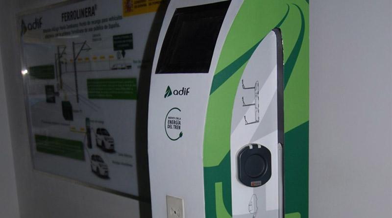 ADIF llenará de puntos de recarga para el coche eléctrico las carreteras cercanas a las grandes vías de tren