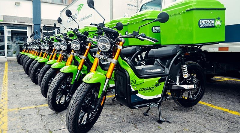 NUUK desembarca en Costa Rica con la entrega de la flota de motos eléctricas para Correos
