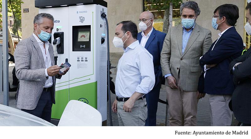 El Ayuntamiento de Madrid inaugura un nuevo punto de recarga rápida de vehículos eléctricos y suma ya 45 de acceso público