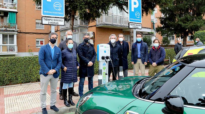 Inaugurados los dos primeros puntos de recarga eléctrica de vehículos en La Moraleja y Alcobendas