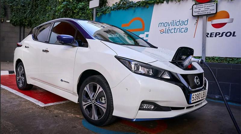 Nissan y Repsol instalarán 15 puntos de recarga rápida en estaciones de servicio en España
