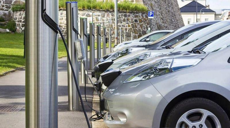 En promedio de puntos de carga públicos por turismos eléctricos, España está mejor que Alemania, Dinamarca, Reino Unido, Bélgica o Suecia