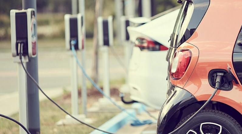 AEDIVE y Snap-on aunan conocimientos entorno a la electrificación en el sector de la automoción