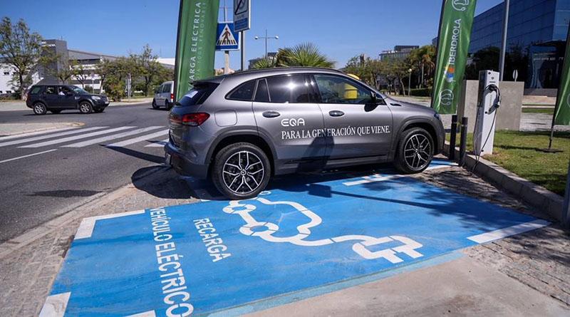 Iberdrola y el Ayuntamiento de Málaga ponen en marcha la red de recarga pública para coches eléctricos