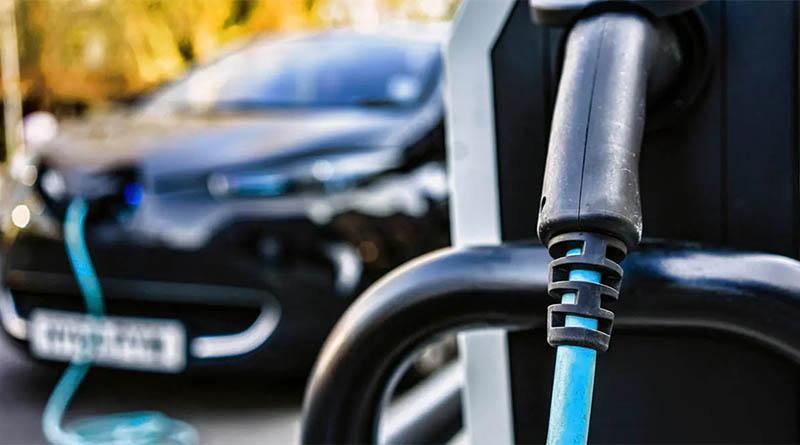 Los operadores de recarga invertirán más de 3.000 millones de euros hasta 2030 para la recarga de acceso público de vehículos eléctricos