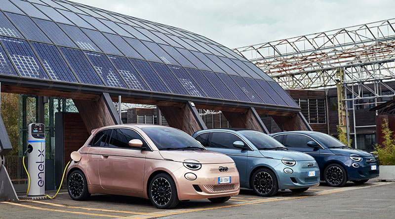 FIAT exhibirá el 500e Hatchback (BEV) y el 500e Cabrio (BEV) en la Feria VEM2021